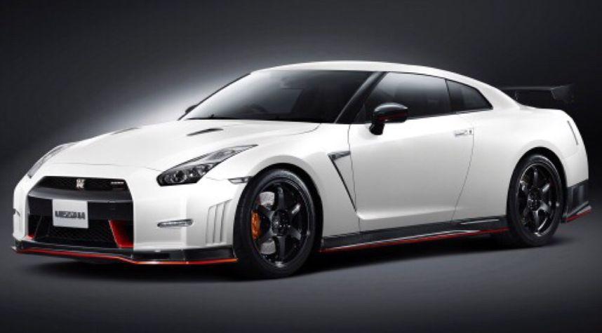 Main photo of Alex Esmerio's 2015 Nissan GT-R