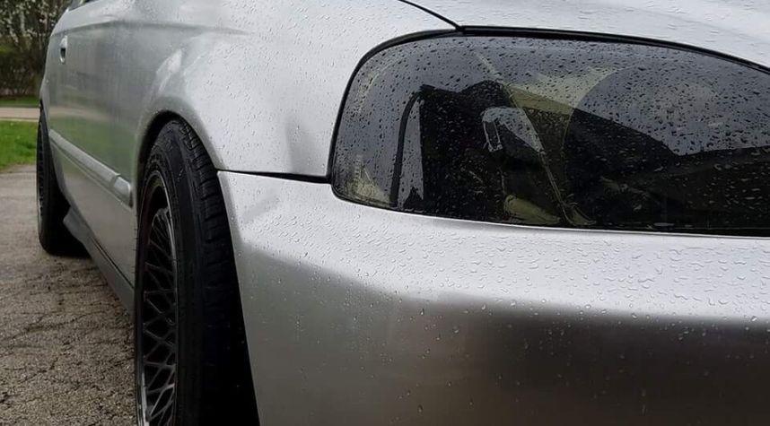Main photo of Tabish Shaikh's 2000 Honda Civic
