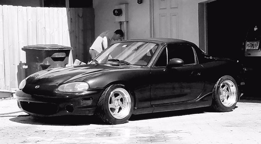 Main photo of Evan Steger's 2000 Mazda MX-5 Miata
