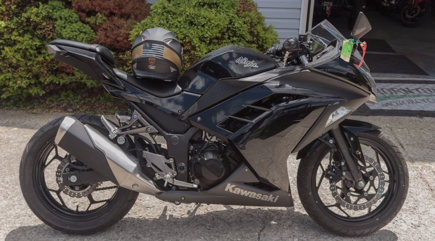 Main photo of Josh Claypool's 2013 Kawasaki Ninja 300