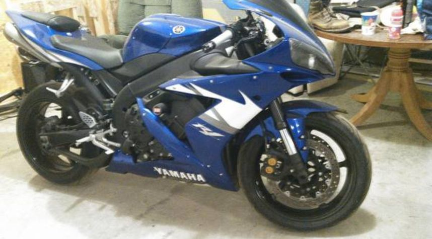 Main photo of Timothy Andrade's 2005 Yamaha R1
