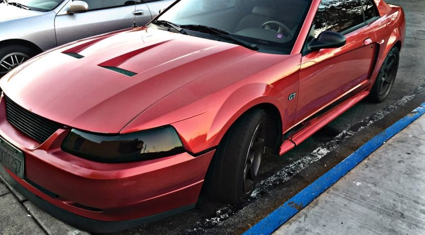 Main photo of Carlos Vasquez's 2001 Ford Mustang