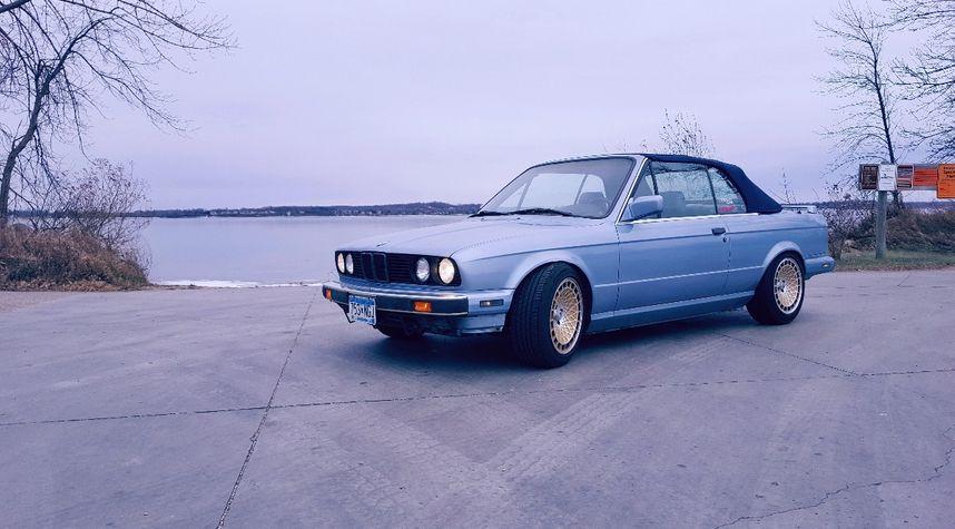 Main photo of Drake Hughes's 1990 BMW 325