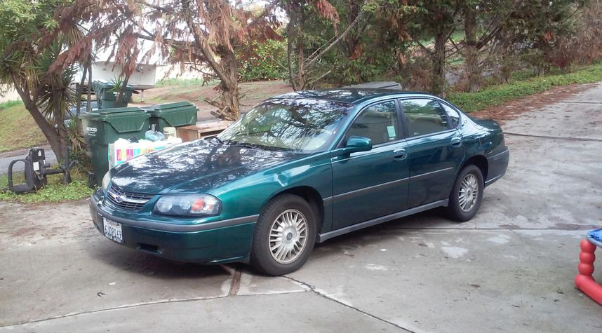 Main photo of Thaddeus Delapena's 2000 Chevrolet Impala