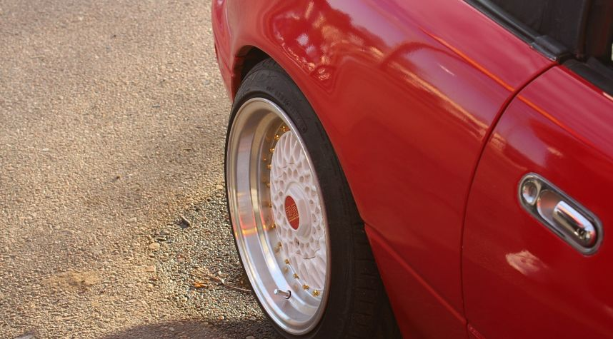 Main photo of Christian McMaster's 1995 Mazda MX-5 Miata