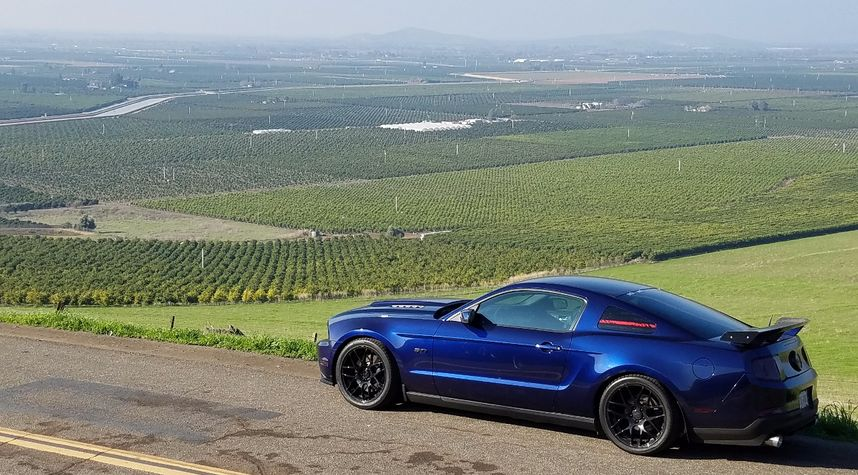 Main photo of Nicolas Stetson's 2012 Ford Mustang