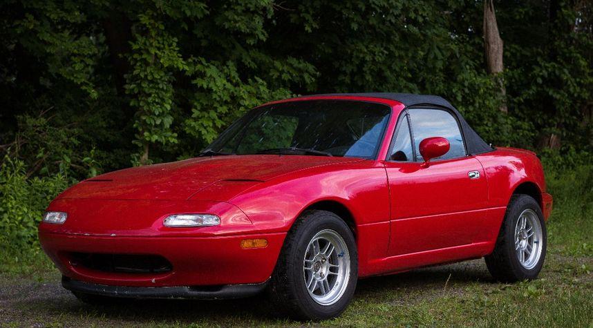 Main photo of Ryan Cyr's 1997 Mazda MX-5 Miata