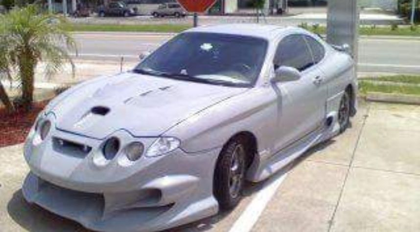 Main photo of Chris Clipsoe's 2001 Hyundai Tiburon