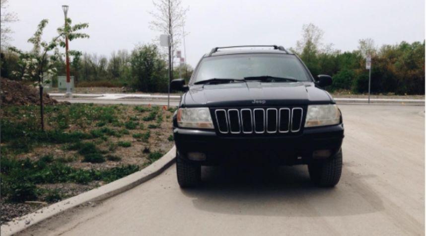 Main photo of Nathan Van Egmond's 2002 Jeep Grand Cherokee