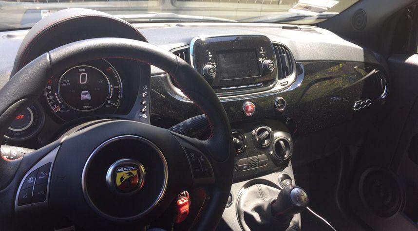 Main photo of Jeffrey Nunez's 2017 Fiat 500