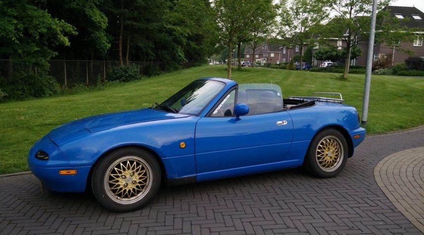 Main photo of Lennart Romijn's 1990 Mazda MX-5 Miata