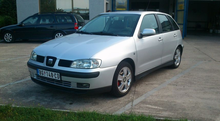 Main photo of Милош Бесарабић's 2002 SEAT Ibiza