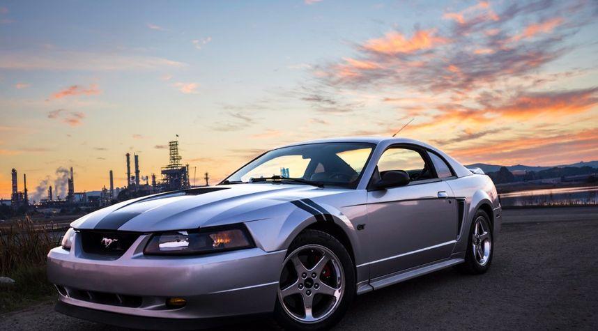 Main photo of Sam Sobel's 2000 Ford Mustang