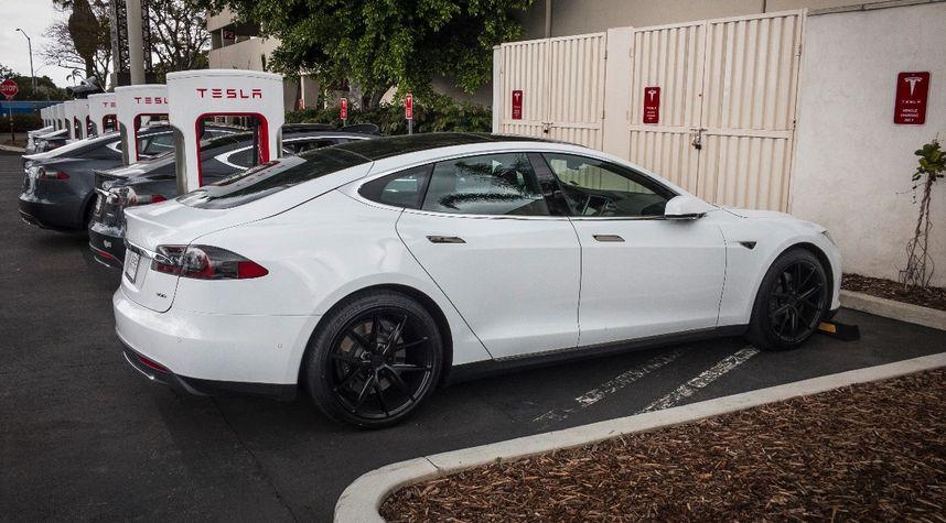 Main photo of Kai Groschi's 2016 Tesla Model S