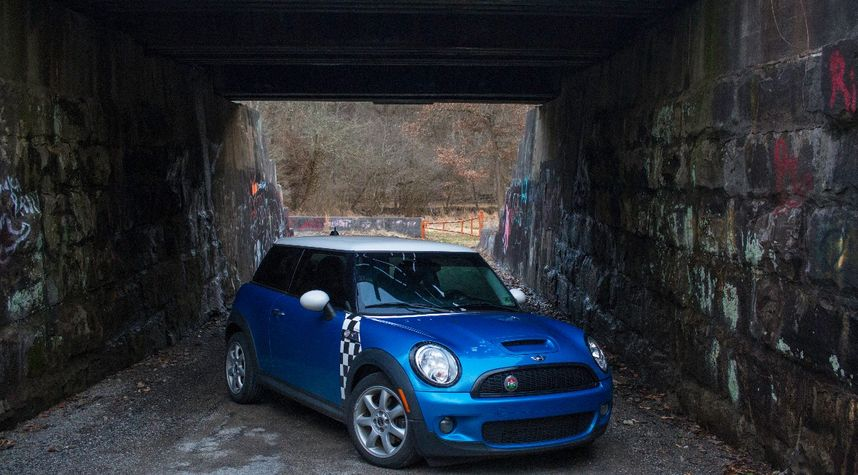 Main photo of Roman Black's 2009 MINI Cooper