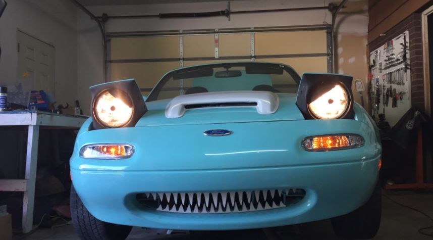 Main photo of Chaz Worm's 1993 Mazda Miata