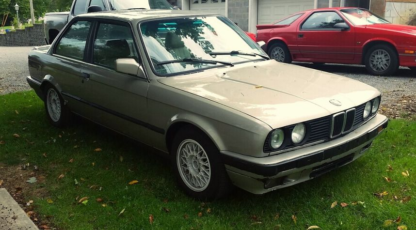 Main photo of Zach Buchowski's 1989 BMW 325