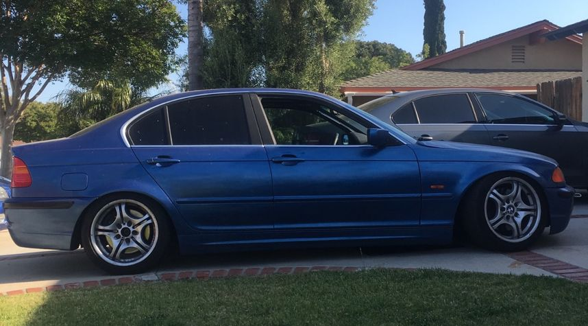 Main photo of David Corneau's 2002 BMW 3 Series