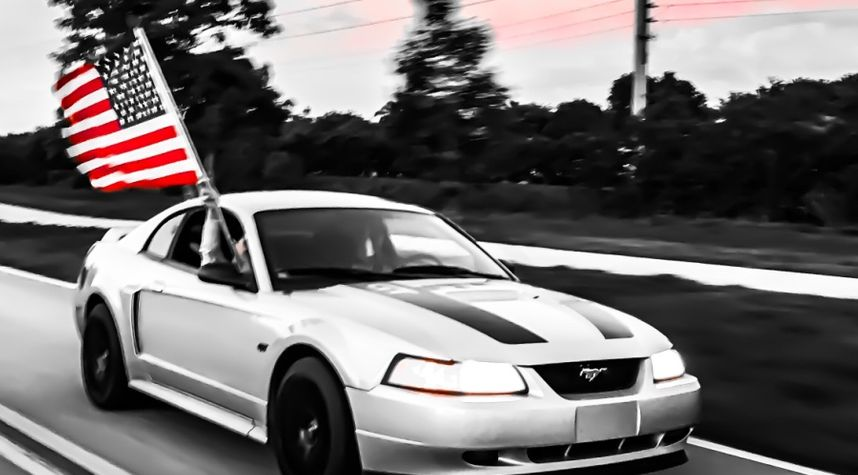 Main photo of Kyle Swartzwelder's 2000 Ford Mustang