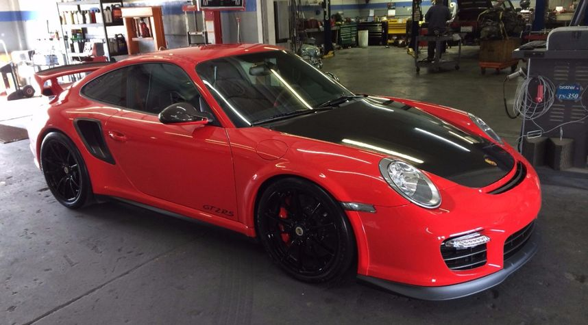 Main photo of Romi Mirza's 2011 Porsche 911