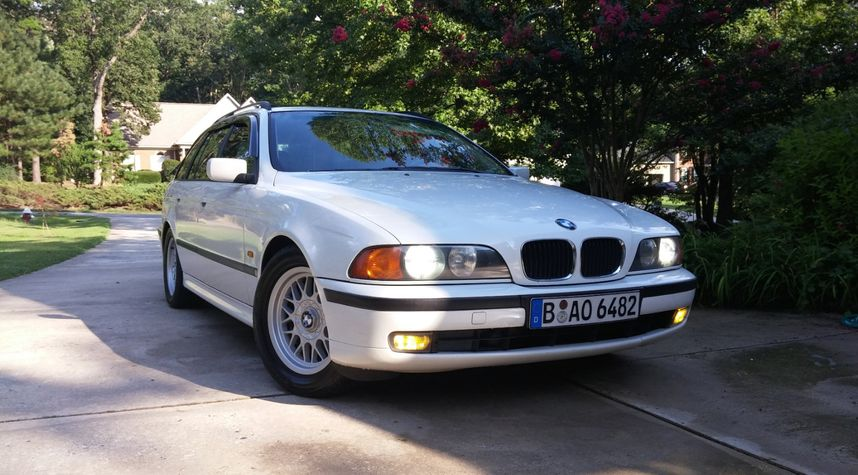Main photo of Alex Pancamo's 1999 BMW 5 Series