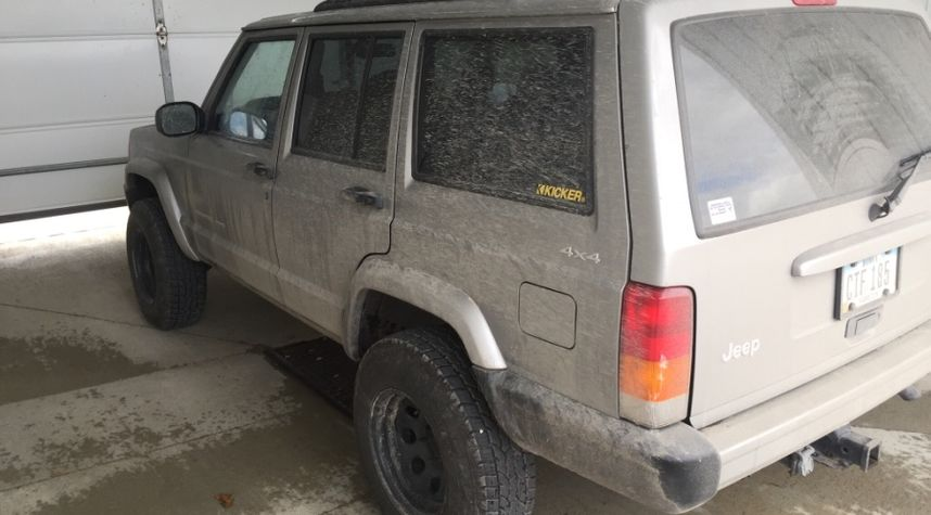 Main photo of Cade Felts's 2000 Jeep Cherokee