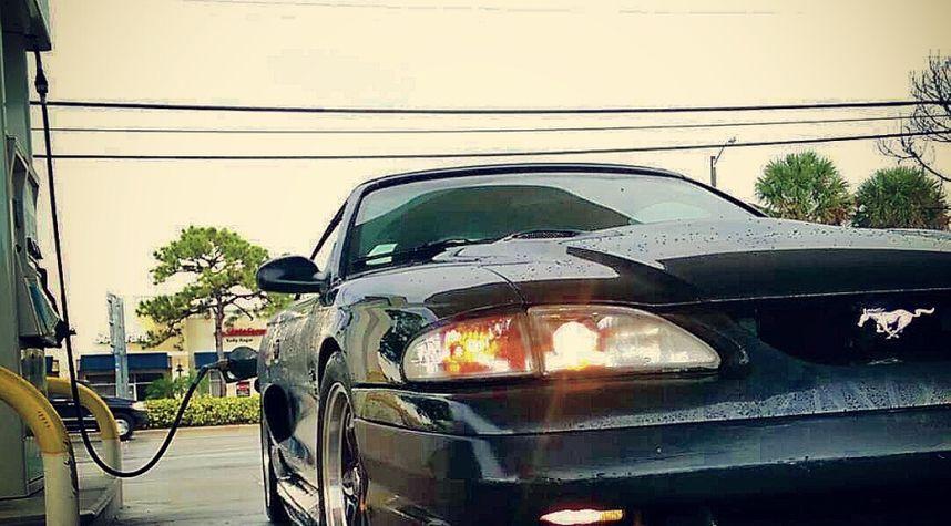 Main photo of Erik Janes's 1996 Ford Mustang