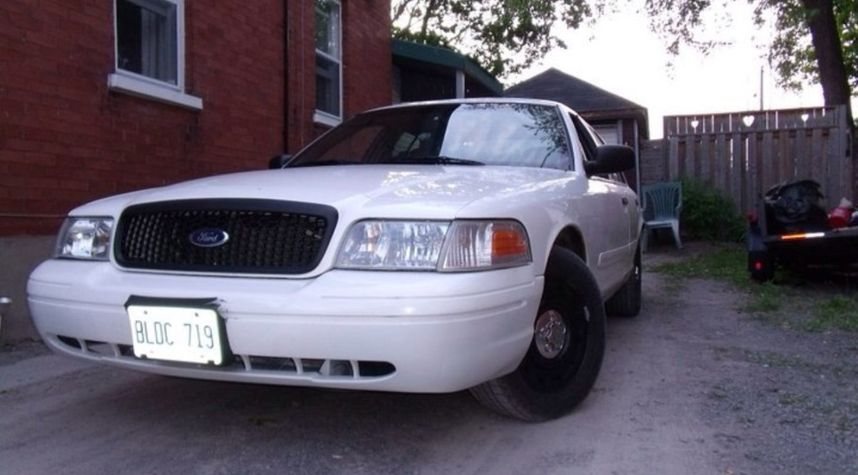 Main photo of Jeremy St Onge's 2005 Ford Crown Victoria