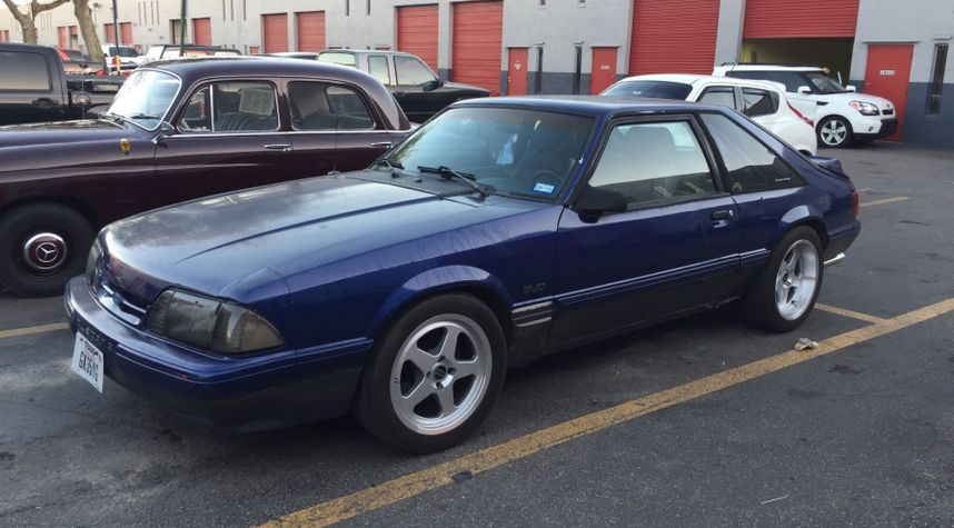 Main photo of Scott Chester's 1989 Ford Mustang