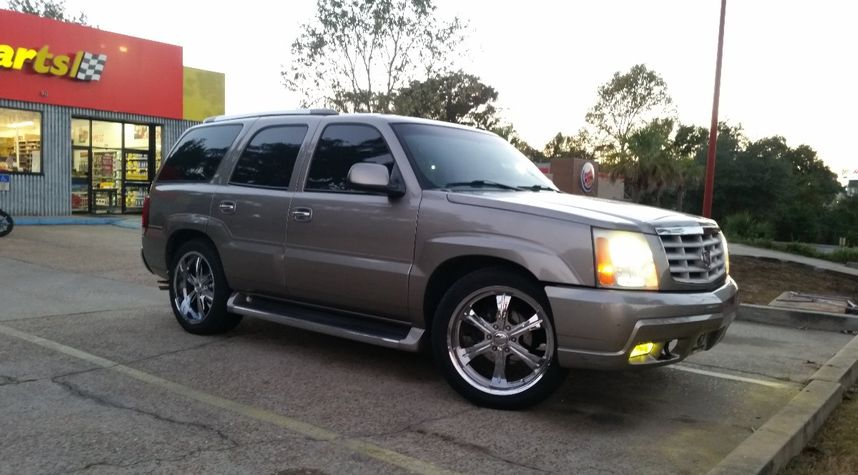 Main photo of Jevin Bond's 2003 Cadillac Escalade