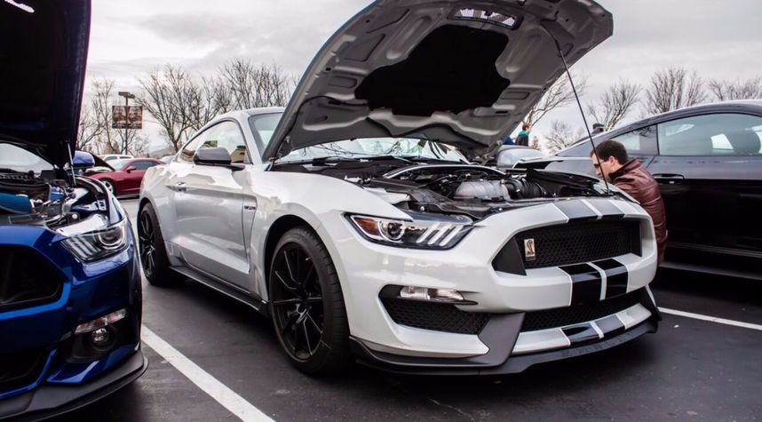 Main photo of Justin Clark's 2016 Ford Shelby GT350