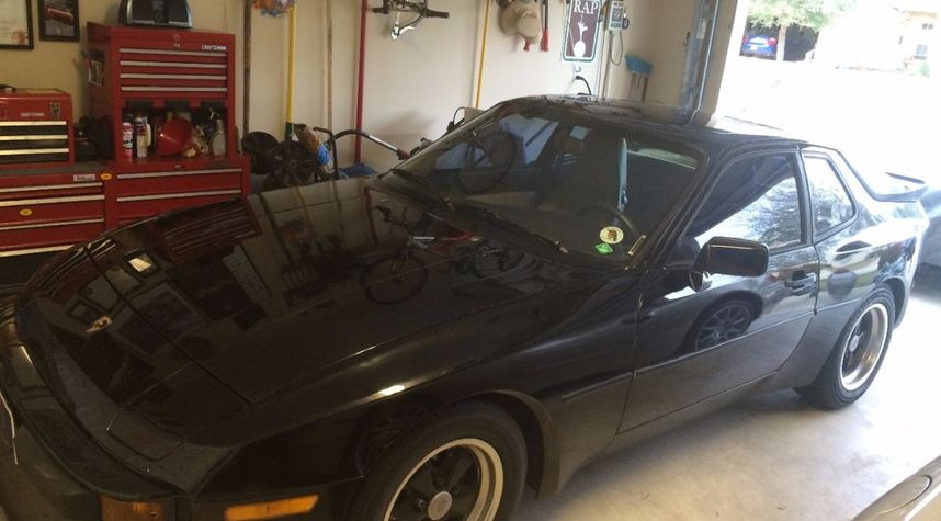 Main photo of Chris Gates's 1985 Porsche 944