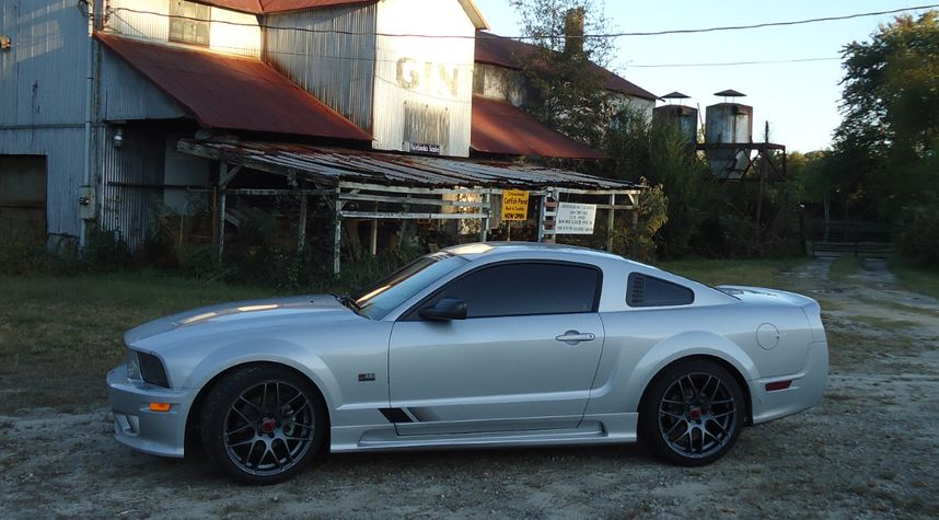 Main photo of Todd Neal's 2007 Ford Mustang