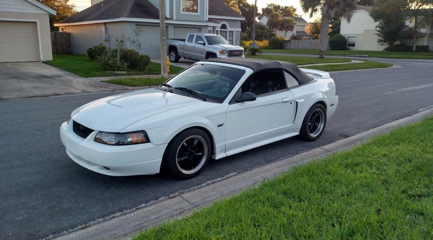 Main photo of Richard Cowles's 2000 Ford Mustang