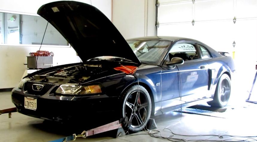Main photo of Ray N's 2001 Ford Mustang