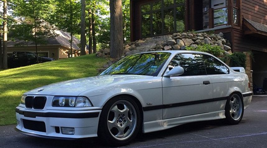 Main photo of Mike White's 1999 BMW M3