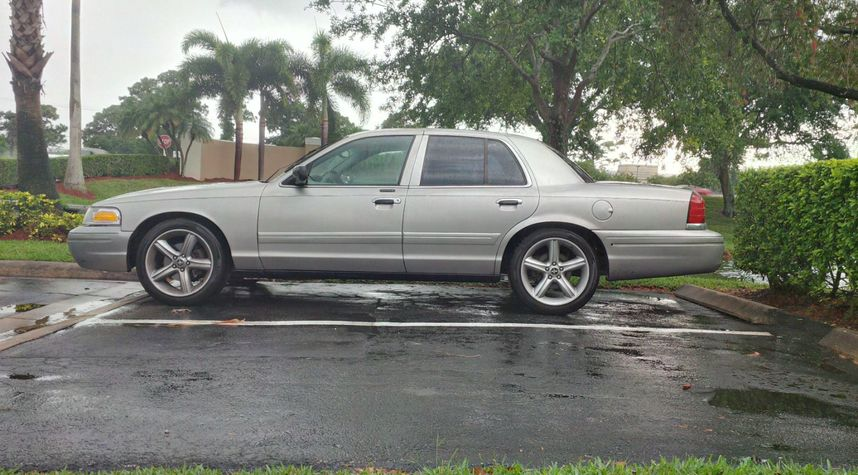 Main photo of Matt Umber's 2004 Ford Crown Victoria