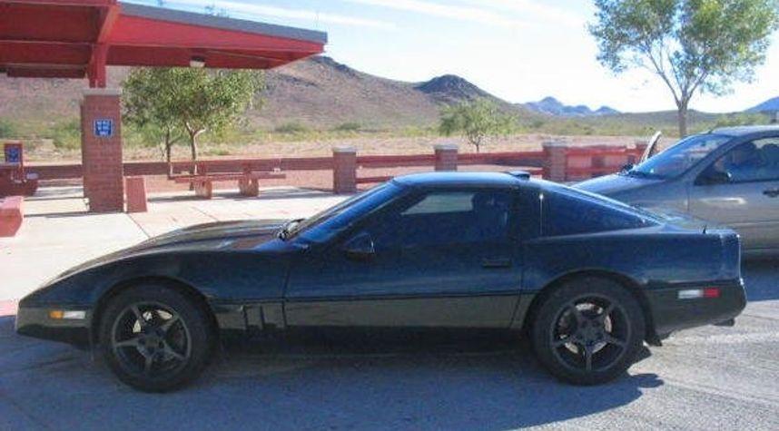 Main photo of Eddie Valdez's 1990 Chevrolet Corvette