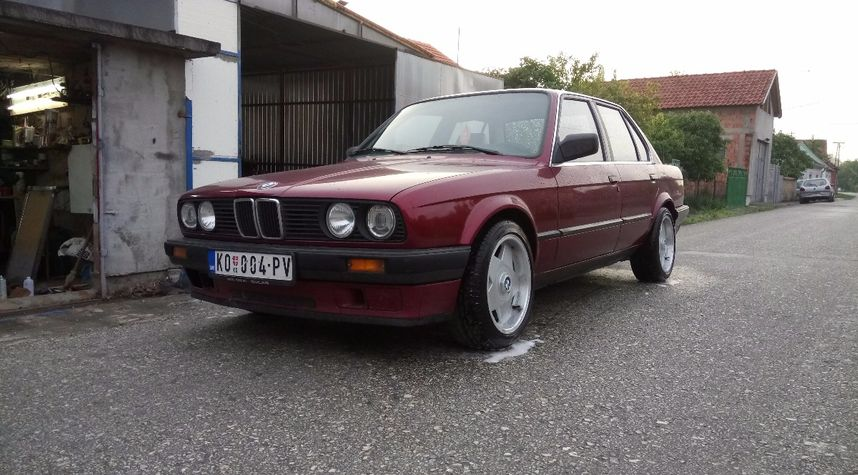 Main photo of Vladimir Vasiljevic's 1990 BMW 3 Series
