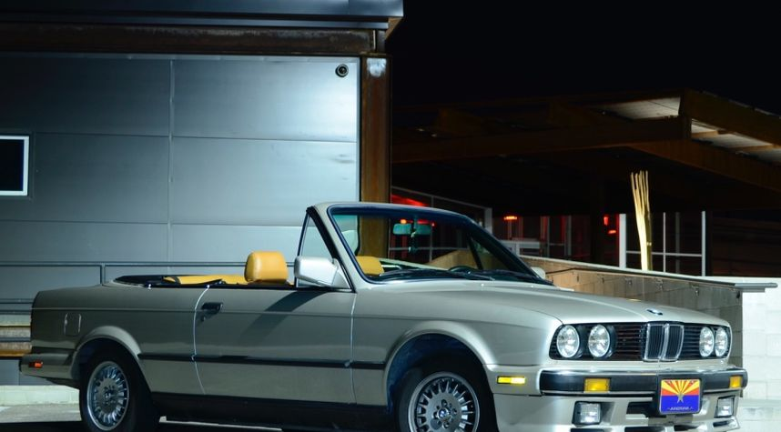 Main photo of Benjamin Cajero's 1988 BMW 325