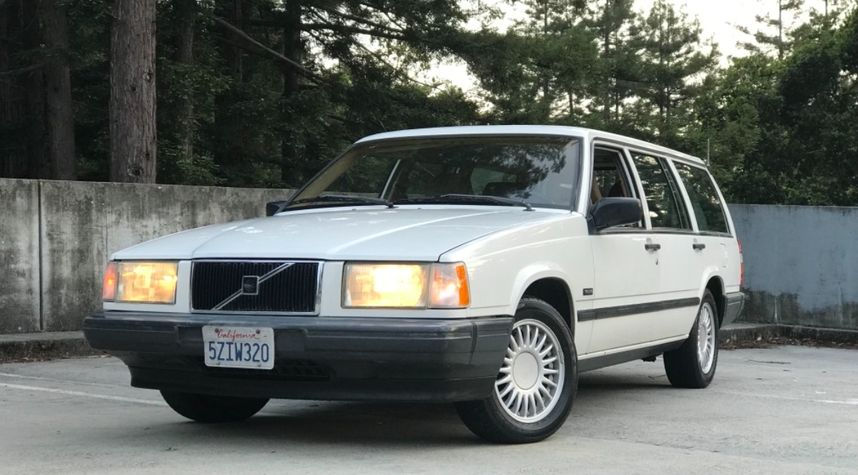 Main photo of Chase R's 1992 Volvo 740