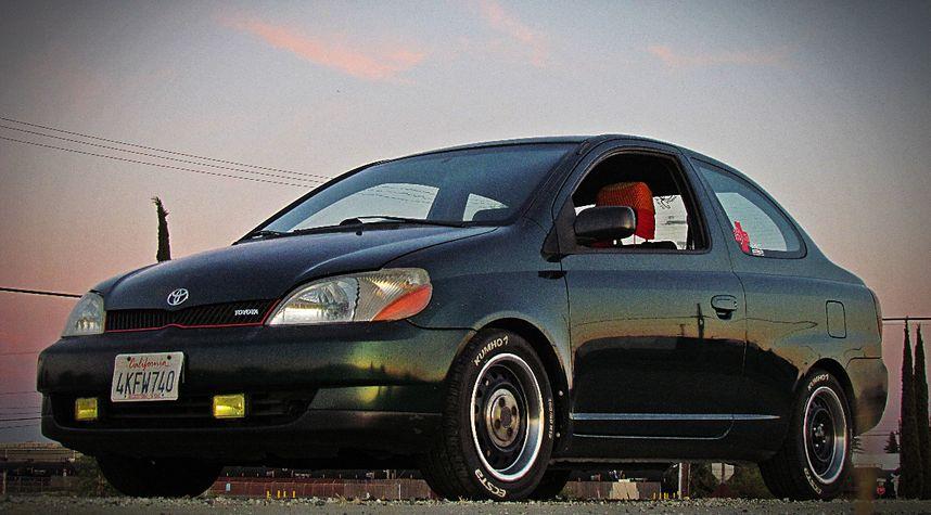 Main photo of Harvey Duncan's 2000 Toyota ECHO