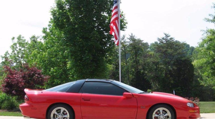 Main photo of Shay Snyder's 2000 Chevrolet Camaro