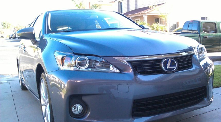 Main photo of Tommy Phan's 2012 Lexus CT 200h