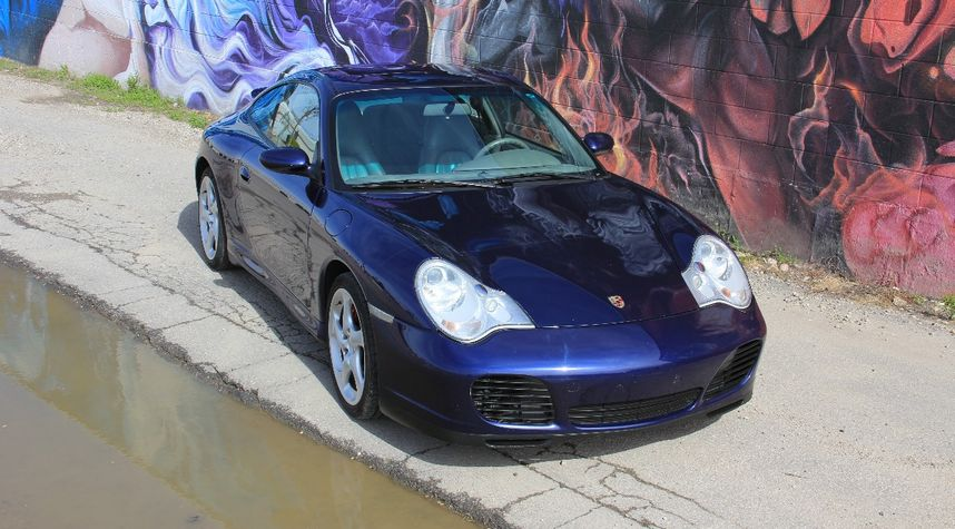 Main photo of James Henderson's 2002 Porsche 911