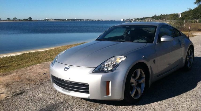 Main photo of Dylan Holland's 2006 Nissan 350Z