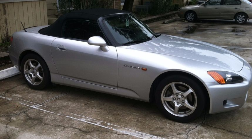 Main photo of Guil Abreu's 2002 Honda S2000