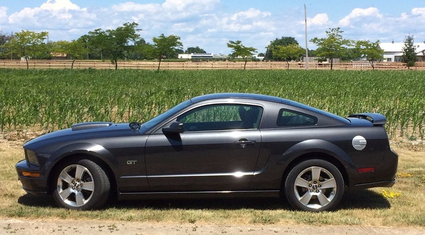 Main photo of Jack Bovine's 2007 Ford Mustang