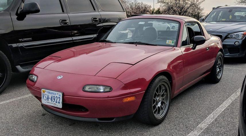 Main photo of GISGuy Doe's 1993 Mazda MX-5 Miata