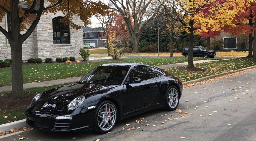 Main photo of Rahul Sharma's 2009 Porsche 911
